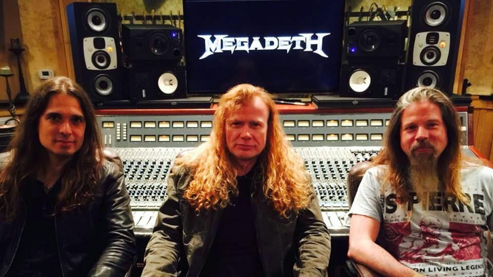 Megadeth: primeira foto de Kiko, Mustaine e Adler juntos em estúdio