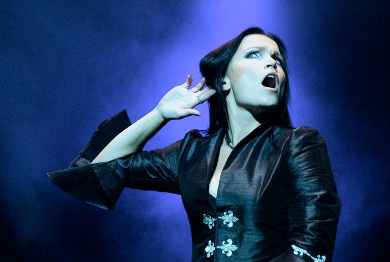 Tarja Turunen sobe ao palco com o Within Temptation no Hellfest