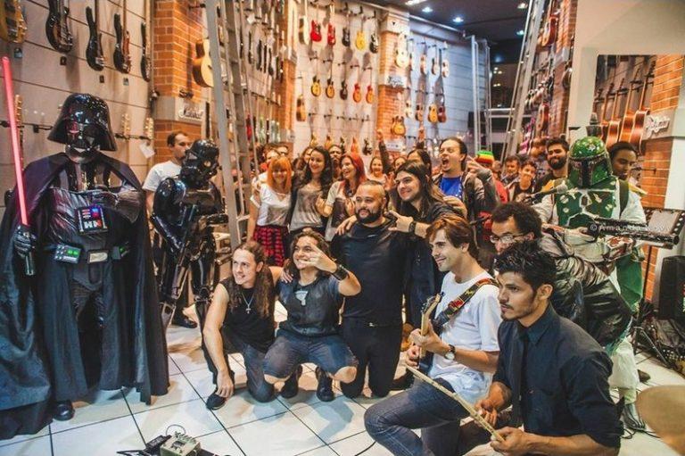 "Guilherme Costa: cultura Geek e Metal em videoclipe ""Come on and Play"""