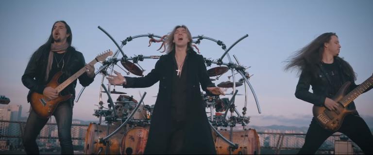 "Edu Falaschi lança videoclipe inédito de ""The Glory Of The Sacred Truth"""